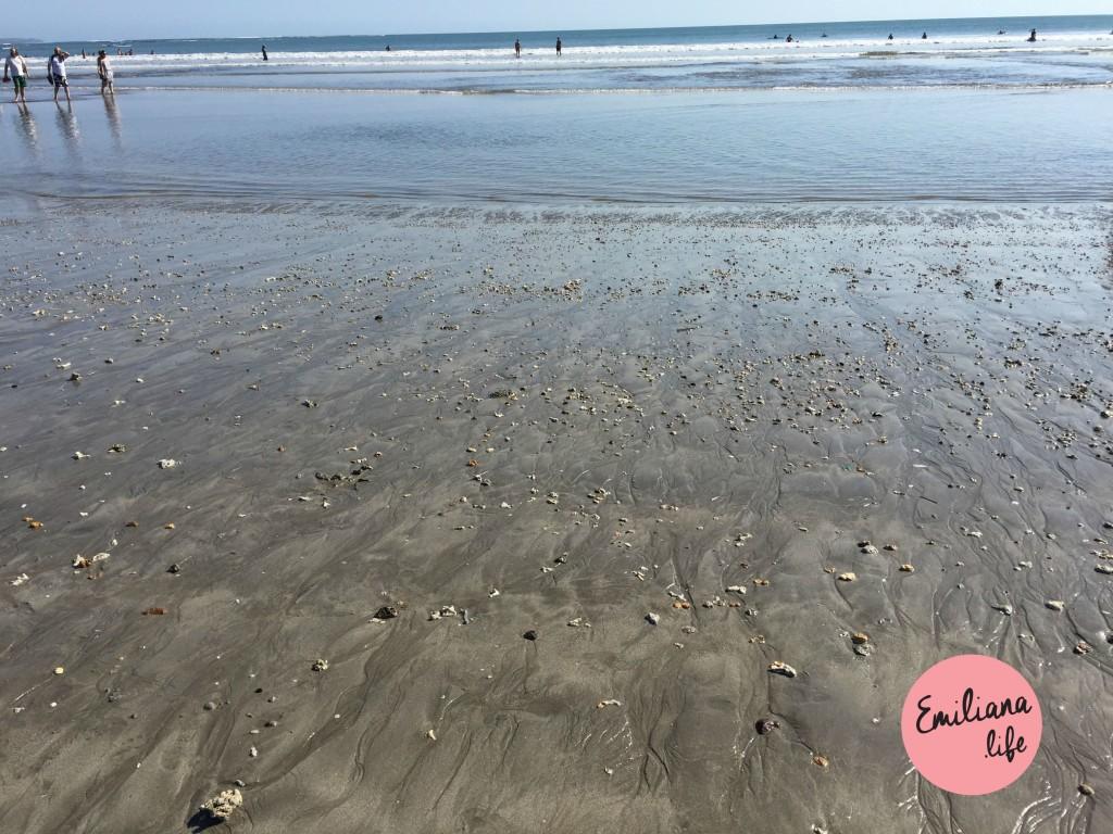 69 areia preta praia kuta