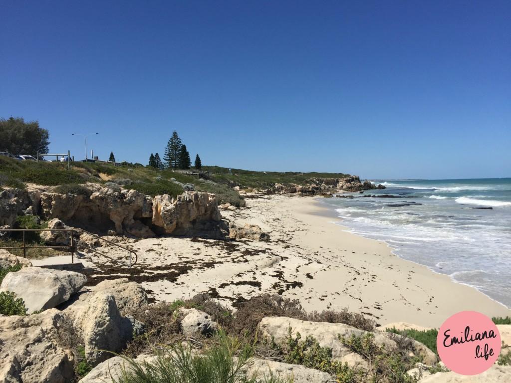 02 burn rocks beach pedras areia