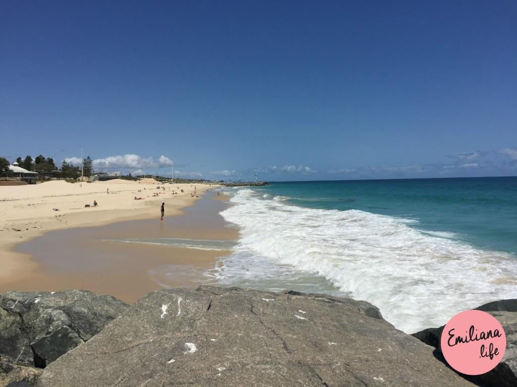 1 city beach pedras, mar e areia