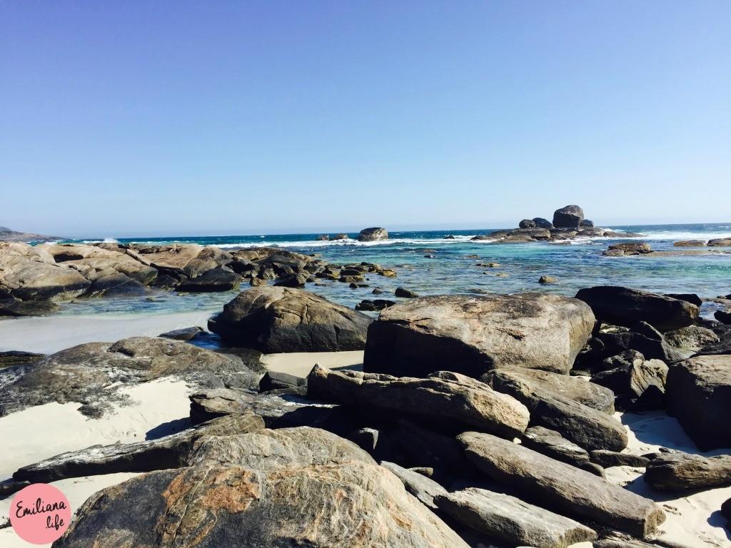 214 red gate beach areia pedras mar