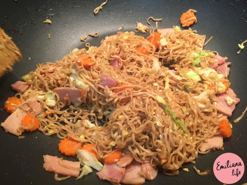724 noodles thai listo